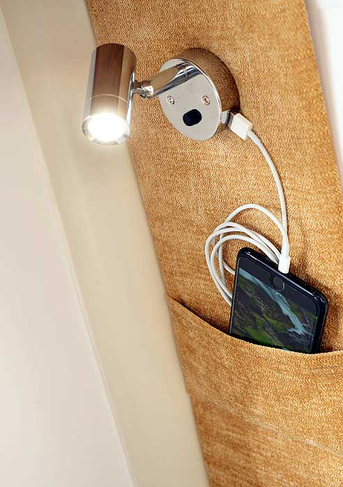 Bailey Discovery - USB light and storage pocket