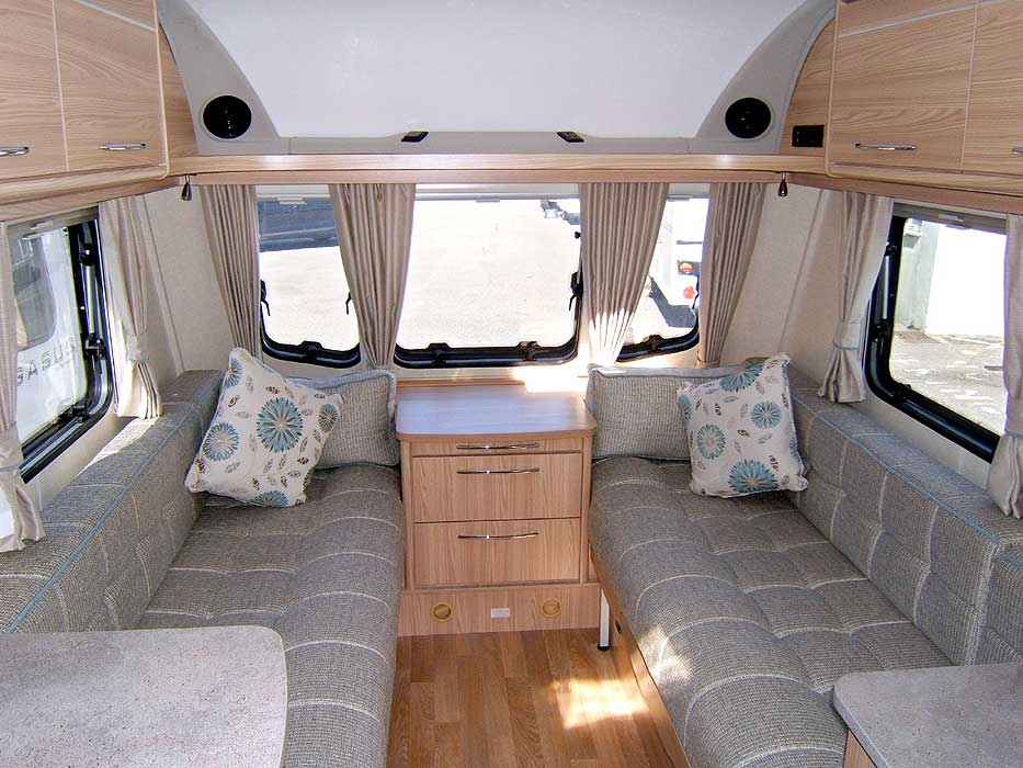 A general overview of the Vision 520/4 front lounge.