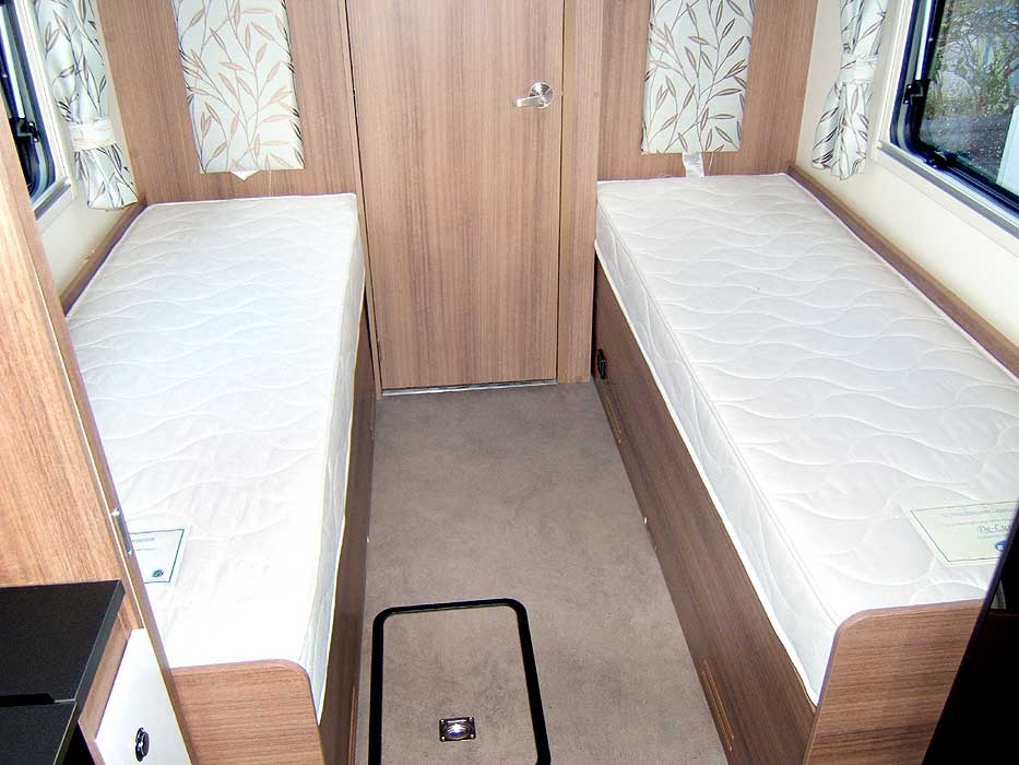 The Thetford hob unit with 3 gas burners and an electric hotplate.